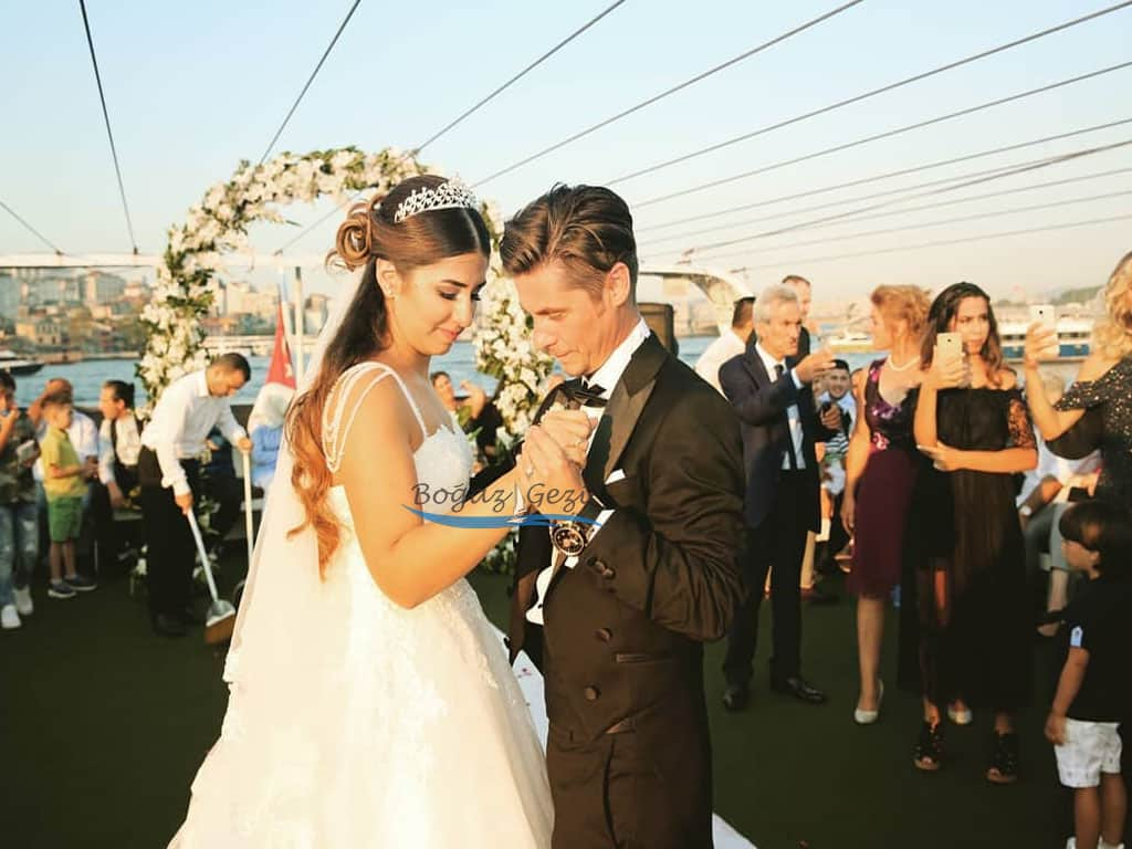teknede düğün görseli