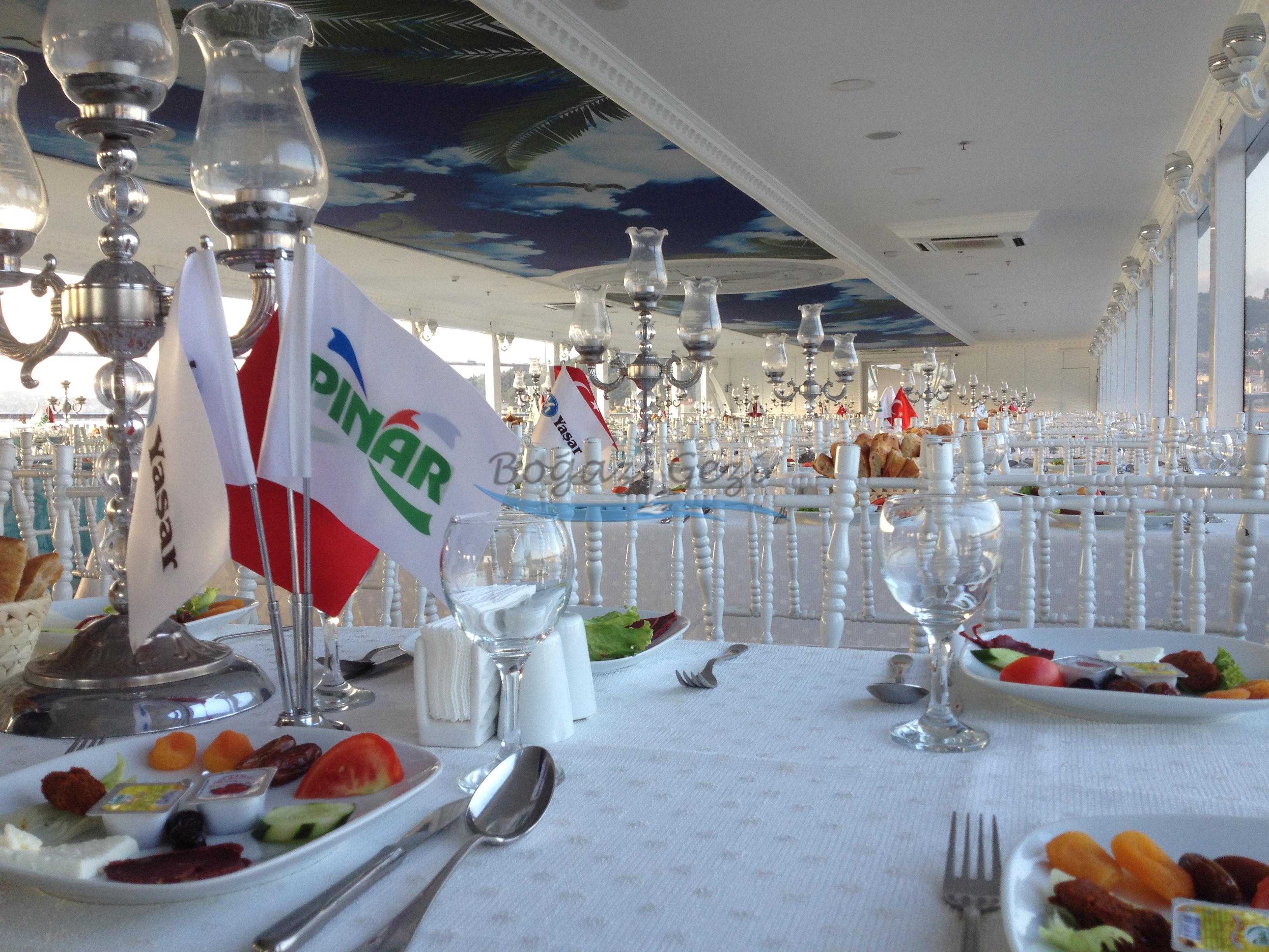 yemekli tekne turu İstanbul görseli